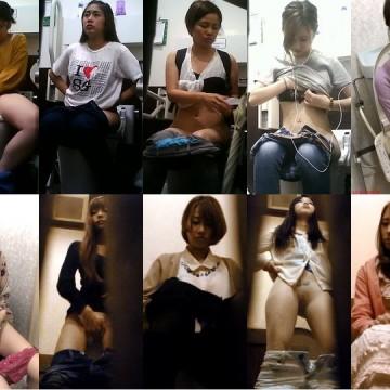 【斜め上45度がベスト】陰毛丸見え一人暮らしの女子大生トイレ