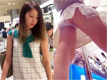 新フルHD高画質パンチラ逆さ撮り246 セクシー&クールビューティー美少女が魅せるホワイトパンティーと尻と背中まで!